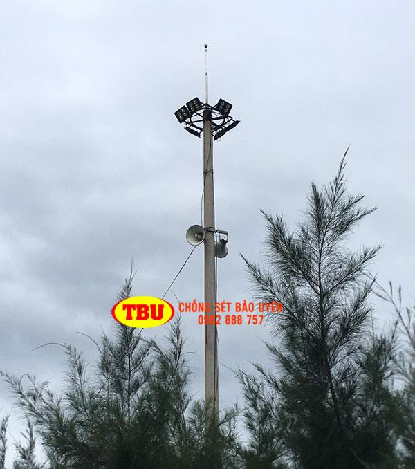Lắp Đặt Kim Thu Sét Trên Cột Điện Cao 20M